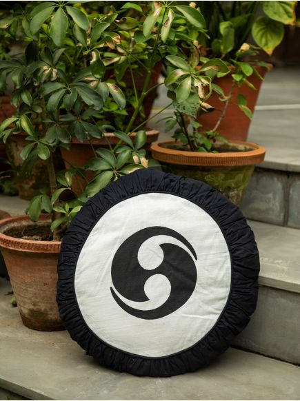 Floor Cushion : Black on White