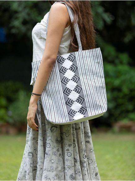 Upcycled Shopper Bag : Taat Embroidered Black & White