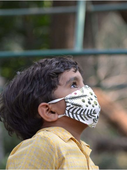 Kids Mask with Pouch : Berries Natural