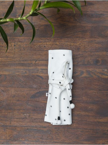 Cutlery Holder : Black on White